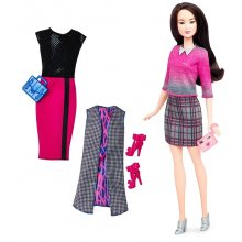 Fashionistas Doll & Fashions Chic With A Wink